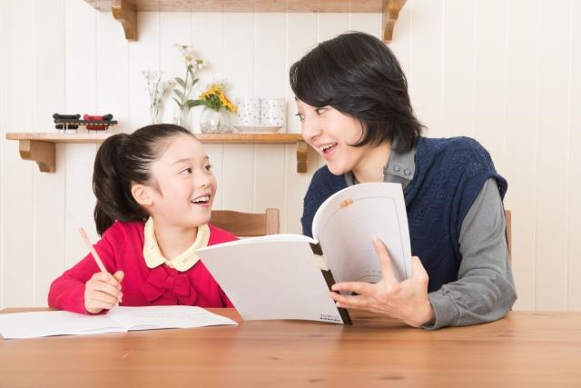 小学1年生の勉強を見る